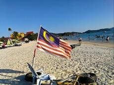 Pantai Chenang Malezijska zastava