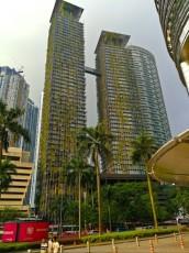 Petronas Twin Towers nenavaden neboticnik