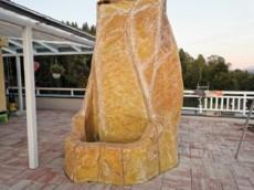 fontana izdelana iz umetne mase